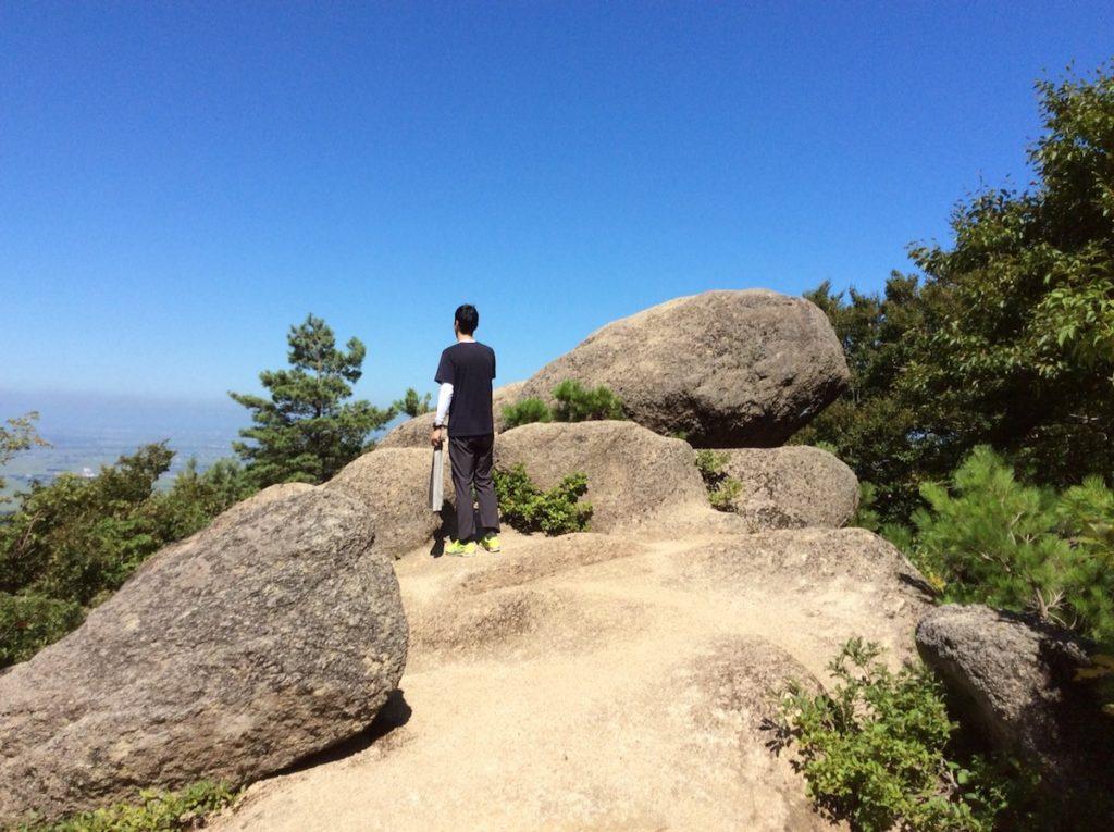 扇山の烏帽子岩