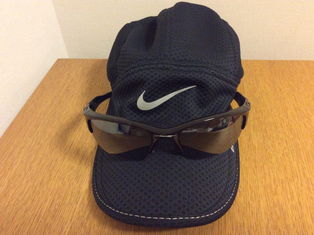 ランニング用の帽子とサングラス